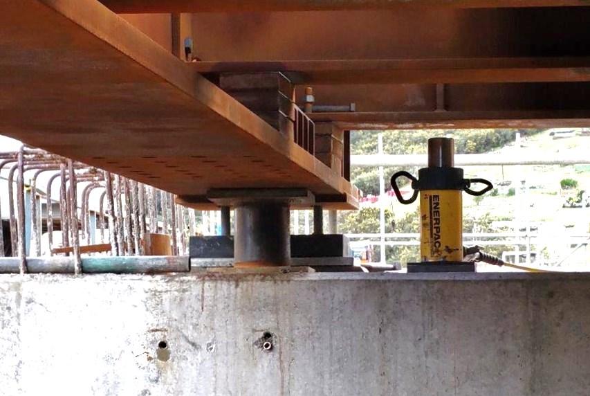 Downers use Jonel hydraulic muscle for Taupiri rail bridge graphic